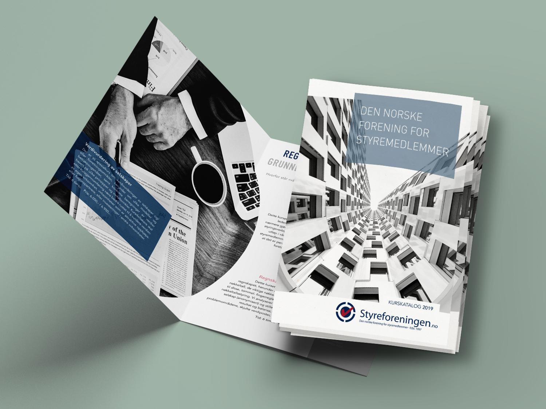 En brosjyre med full oversikt over Styreforeningens kurs for ledere og firmaer